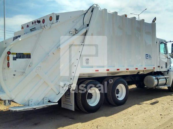 Camión Freightliner Columbia recolector de basura