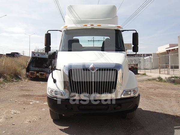 Camión International 8600, torton largo