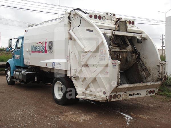 Camión International 8100 recolector de basura