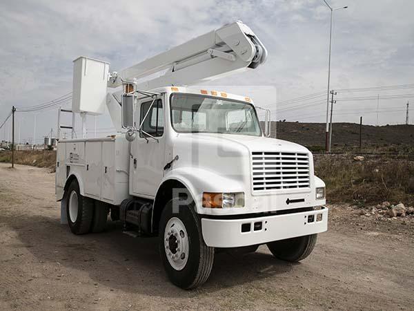 Camión International 4700 con canastilla