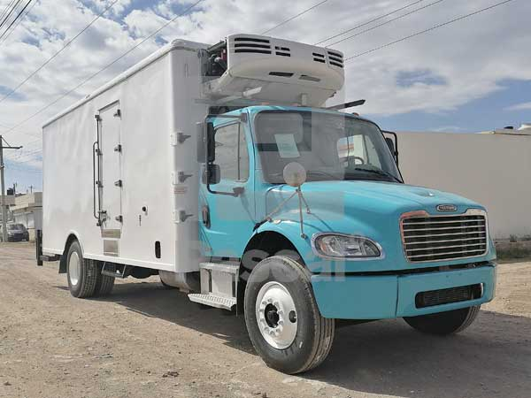 Camión Freightliner M2 con caja de refrigeración