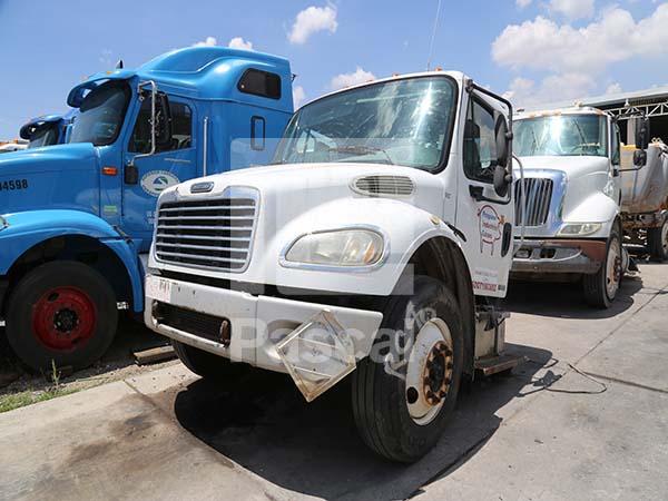 Corte frontal Freightliner M2