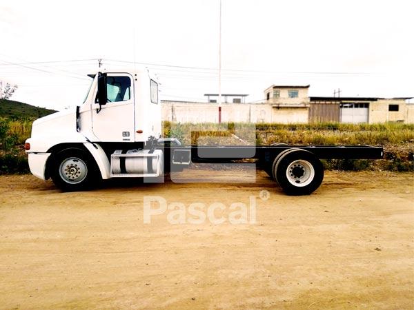 Camión Freightliner Century rabón largo