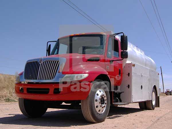 Camión International 4300 pipa